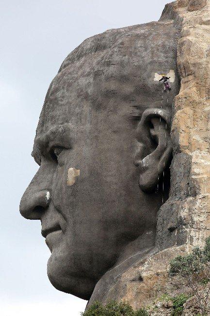 Türkiye'nin En Büyük Atatürk Maskı'na Bakım