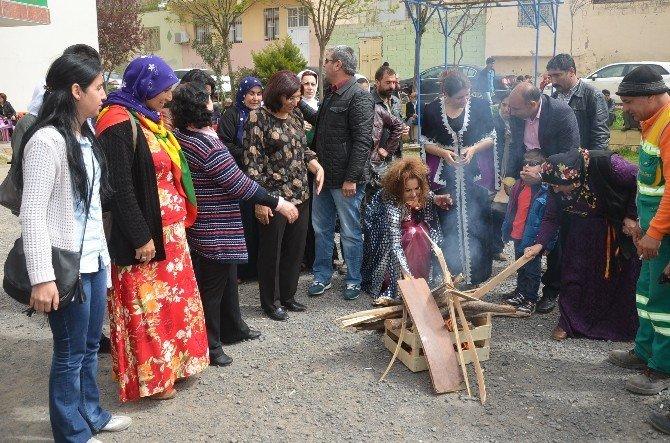 Viranşehir'de Nevruz Kutlaması DBP Önünde Yapıldı