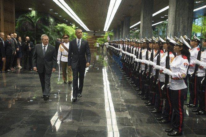 Obama, Küba Devlet Başkanı Raul Castro İle Görüştü