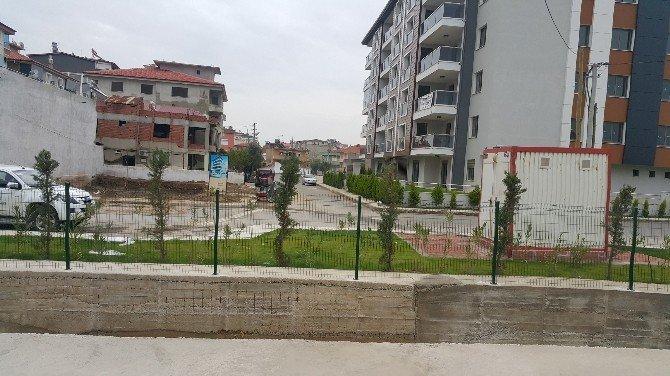 Alaşehir Belediyesi'nden Su Kanalları Çevresine Dekoratif Çit