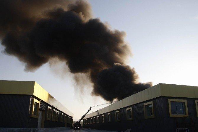 Antalya'da Boya Fabrikasındaki Korkutan Yangın