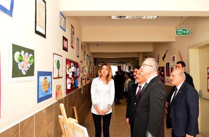 Öğrenciler Okullarını Sanat Sokağına Çevirdi