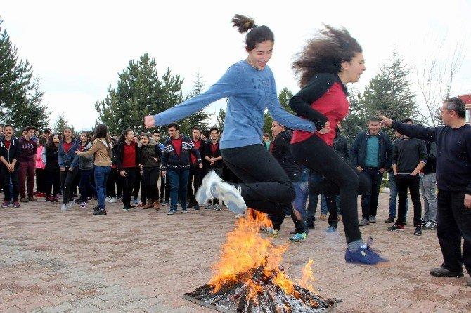 Nevşehir'de Nevruz Ateşi Yakıldı