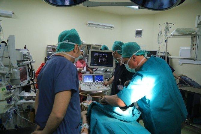 Ebeah Kalp Cerrahları Litvanyalı Ünlü Kalp Cerrahları İle Kalpte Tamirat Yaptı