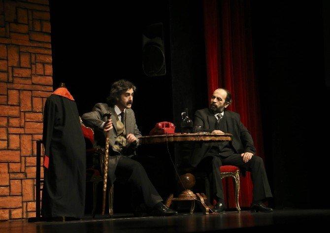 'Mim' Adlı Tiyatro Oyunu İzleyiciden Tam Not Aldı