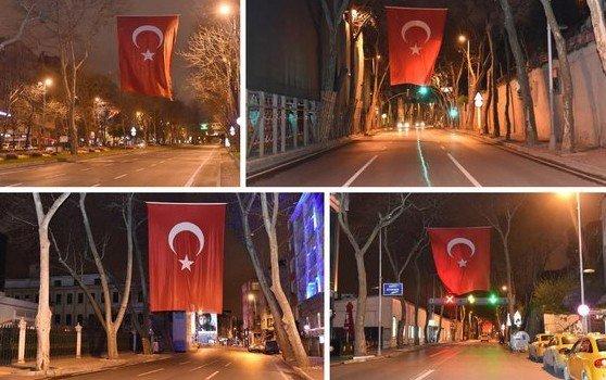 Beşiktaş Teröre Karşı Bayraklarla Ve Pankartlarla Donatıldı
