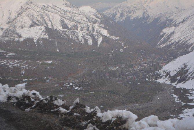 Üç Bin Nüfuslu Sınır Köyü Hizmet Bekliyor