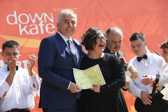 Down Kafe'de Down Sendromluların Günü Kutlandı