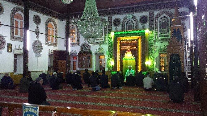 Cami Cemaati Sabah Namazından Sonra Çorbacıda Bir Araya Geldi