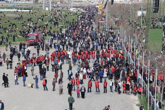 Diyarbakır'da Nevruz Ateşi Yakıldı