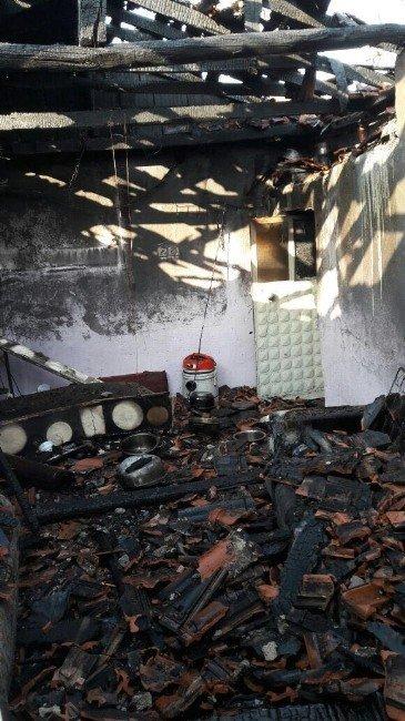 Burhaniye'de Fişe Takılı Bırakılan Elektrikli Battaniye Evi Yaktı