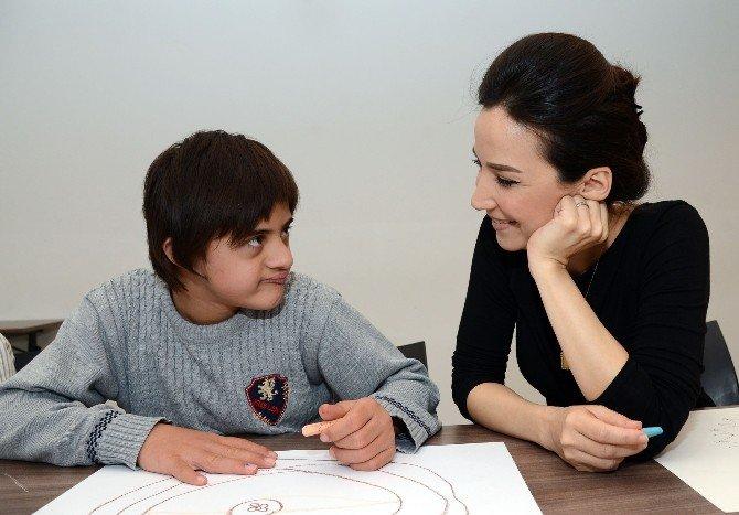 İpek Açar, Down Sendromlu Çocuklarla Mandala Boyadı