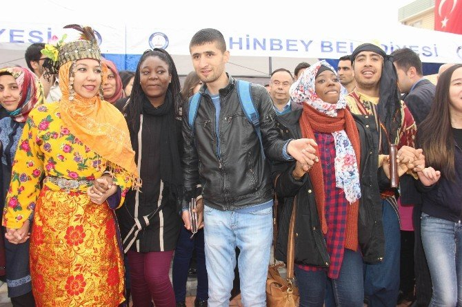 Gaziantep Üniversitesi'nde Renkli Nevruz Halayı