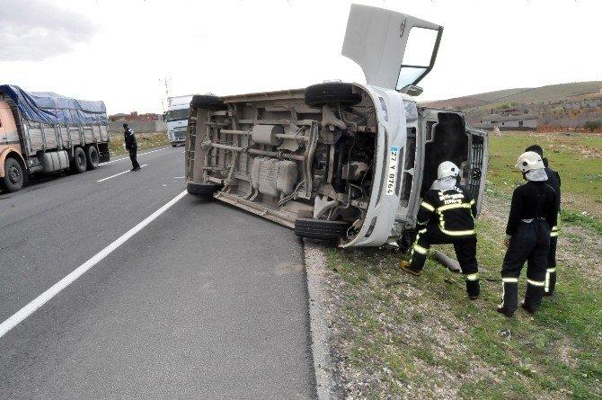Gaziantep'te Minibüs Devrildi: 2'si Ağır, 4 Yaralı