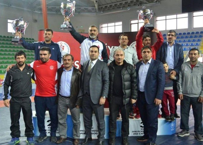 İBB'nin Genç Güreşçileri Türkiye İkincisi Oldu