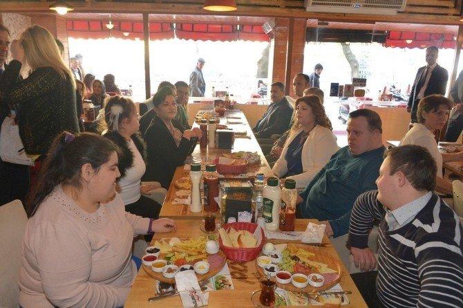 Vali Civelek Engelliler Umut Spor Kulübü Öğrencileri Kahvaltıda Buluştu