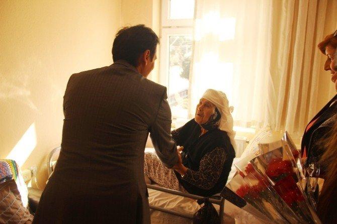 Burhaniye'de Üniversitelilerin Huzur Evi Ziyareti