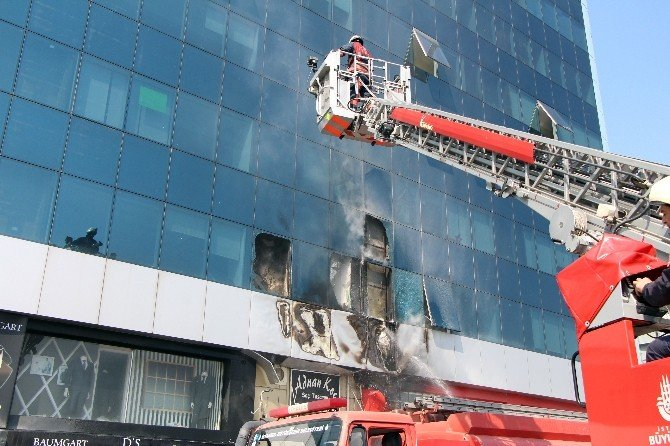 MHP İl Başkanlığının Da Bulunduğu Binada Yangın
