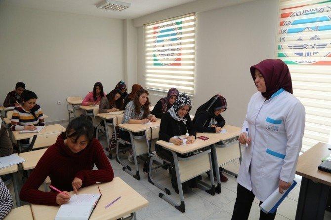 Sağlık Hizmetinde Melikgazi Katkısı Hasta Kabul Ve Tıbbi Sekreterlik Kursuna Yoğun İlgi