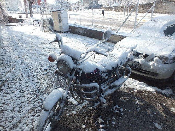 Malazgirt'te Kar Yağışı