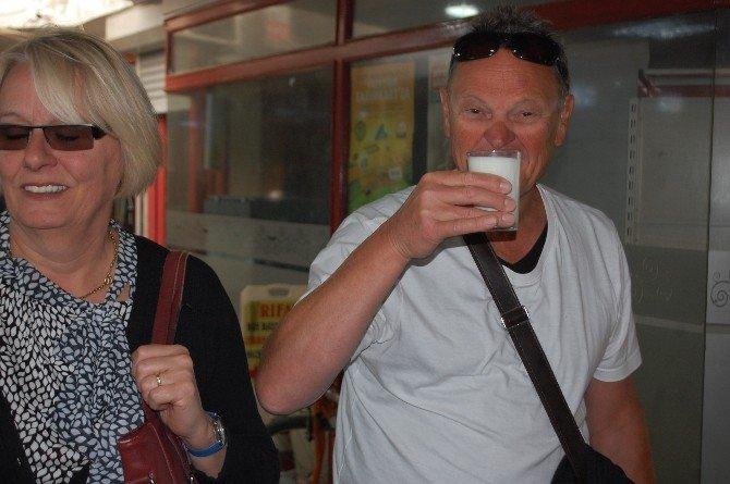 Manavgat Ziraat Odası Esnaflara Süt Dağıttı