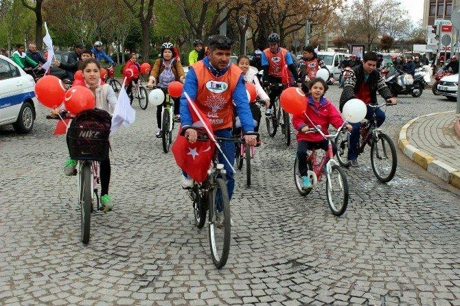 Salihli'de Pedallar Şehitler İçin Çevrildi