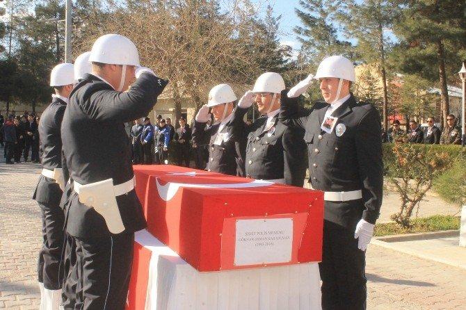 Şehit Polis Arkadaşlarının Omuzlarında Uğurlandı