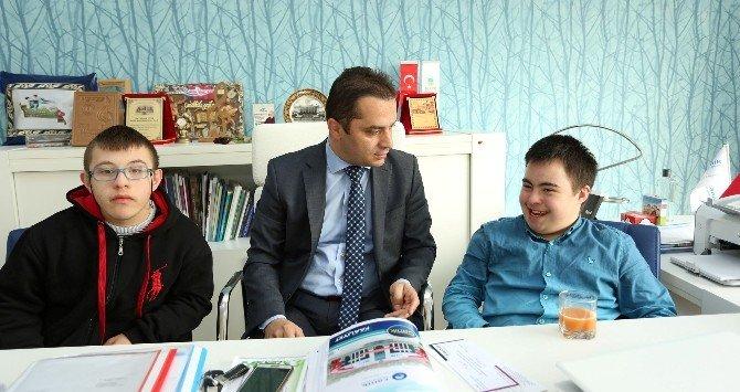 Down Sendromlu Gençlerden Usta'ya Ziyaret