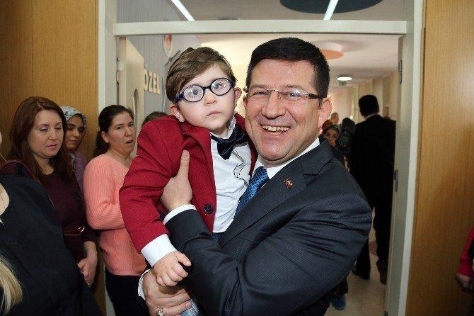 Başkan Subaşıoğlu'dan Özel Çocuklara Hediyeler