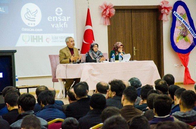 "Muş'ta ""İslami Bir Neslin İnşasına Doğru"" Paneli"