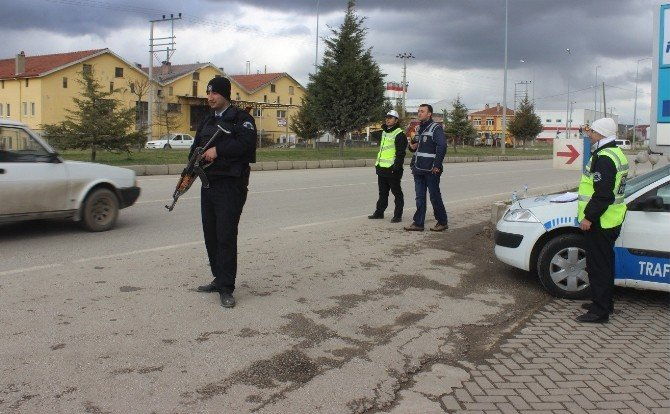 Polis'ten Şehir Giriş Ve Çıkışlarında Sıkı Denetim