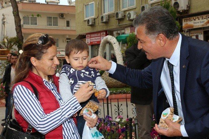 Başkan Tuna, Nevruz Bayramı'nda Vatandaşlara Kavurga Dağıttı