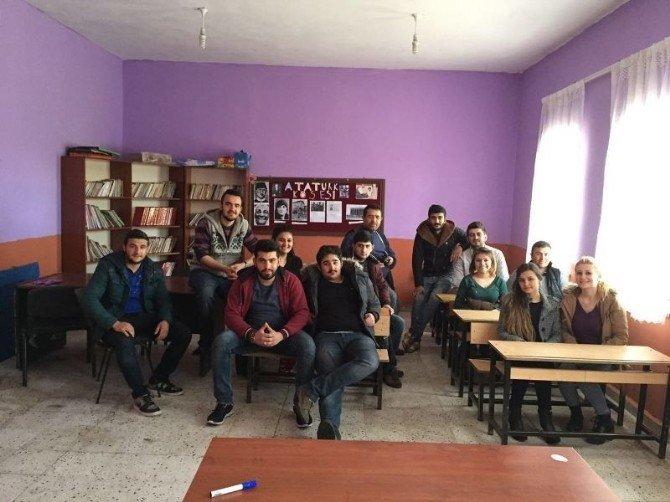 Iğdır Üniversitesi'nden İlkokul Öğrencilerine Hediye
