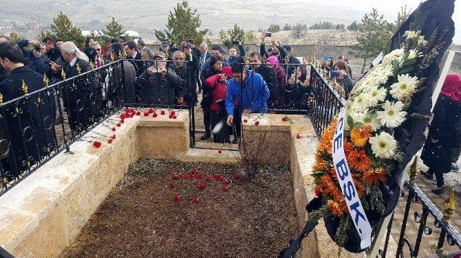 Aşık Veysel Ölümünün 43'üncü Yılında Mezarı Başında Anıldı