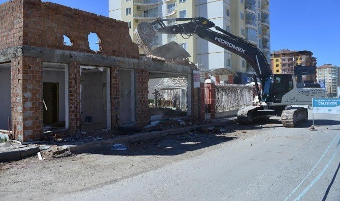 Yeşilyurt Belediyesi, 2 Yılda 79 Metruk Bina Yıkımı Gerçekleştirdi