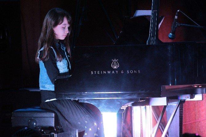 Çocuklardan Hasta Çocuklar İçin Yardım Konseri