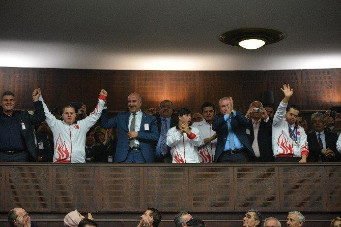 Başbakan Davutoğlu, Brüksel'deki Terör Saldırısını Lanetledi