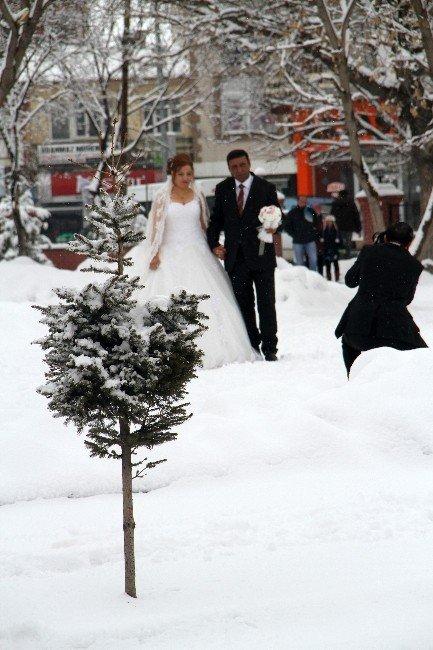 Çiftlerin Kar Altında Albüm Çekimi