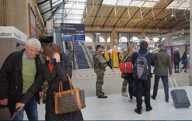 Paris-brüksel Tren Seferinde Şüpheli Paket Alarmı