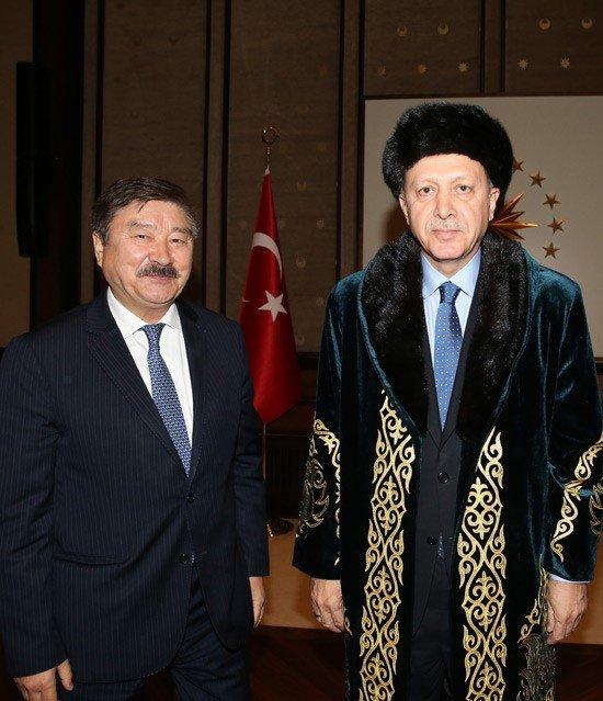 Erdoğan, TÜRKSOY üyesi ülkelerin kültür ve sanat elçilerini kabul etti