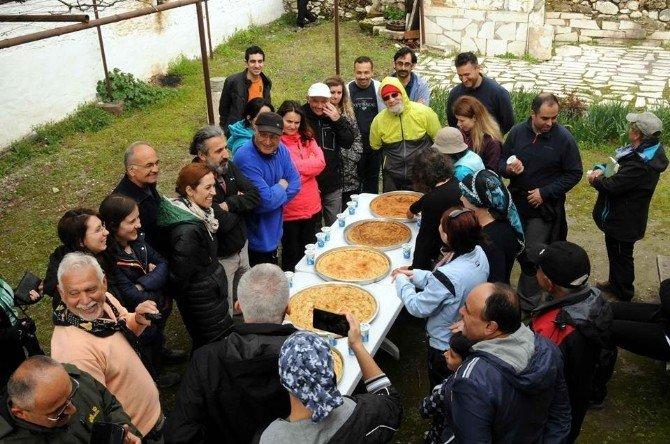 Honaz Dağı'nda Önce Yürüyüş Yaptılar Sonra Muhacir Böreği Yediler