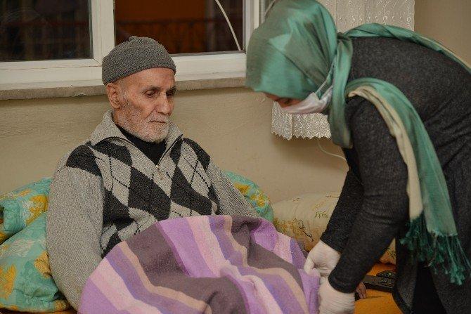 Yaşlılara Evde Bakım Hizmeti Devam Ediyor