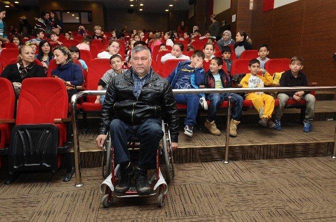 Karşıyaka'da Engeller Ortadan Kalkıyor
