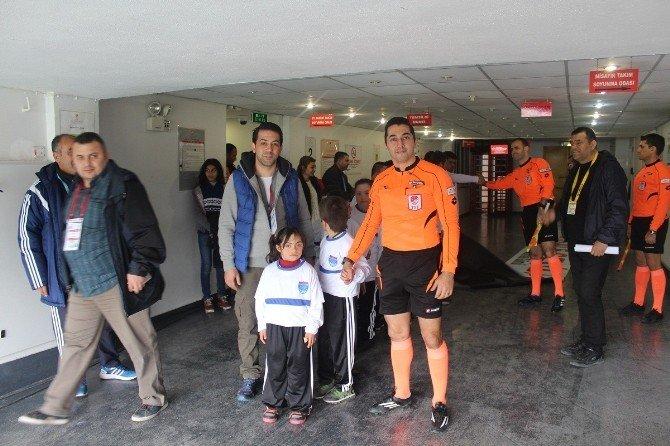 Down Sendromu Çocuklar, Futbolcularla Buluştu