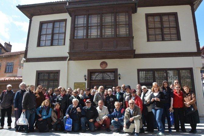 Konyaaltı Belediyesi'nin Elmalı Turları Yoğun İlgi Görüyor