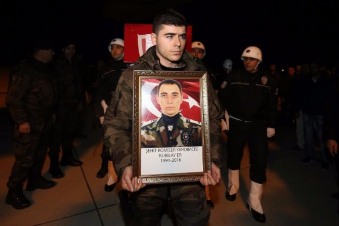 Şehit polis Er'in cenazesi Merzifon'a getirildi