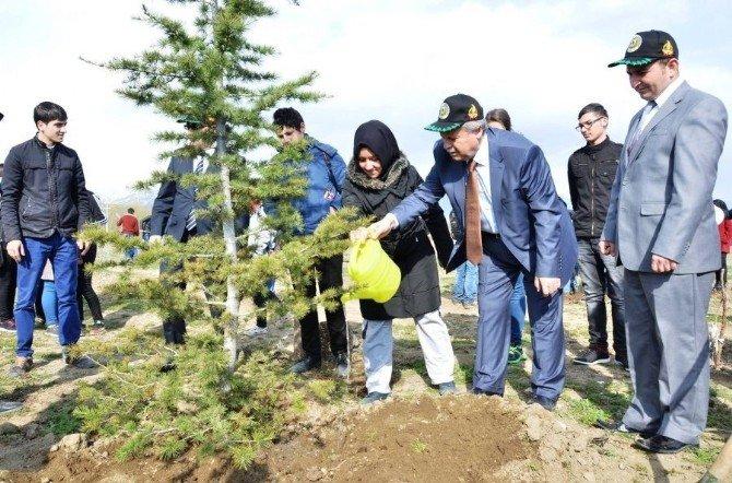 Dünya Ormancılık Gününde Öğrencilerle Fidan Dikti
