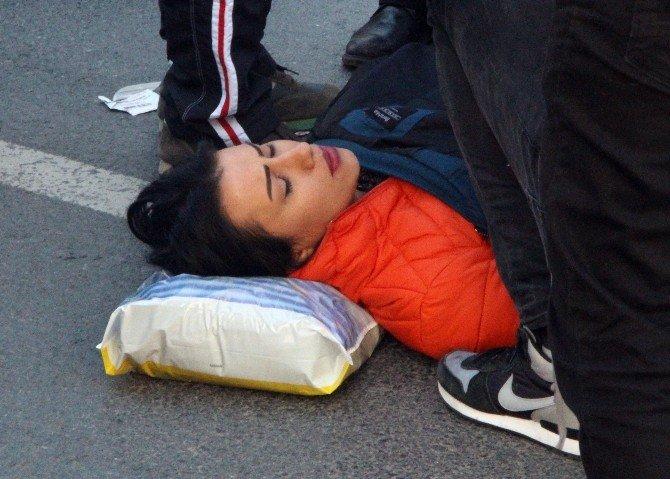 Genç Kadın, Seyir Halindeki Motosikletten Düşerek Yaralandı