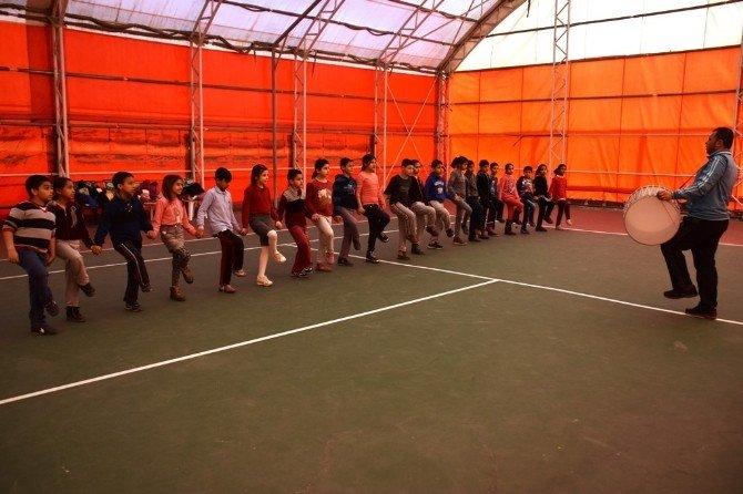 13 Kasım İlkokulu Öğrencileri Süleymanpaşa Belediyesi İle Halk Oyunları Öğreniyor