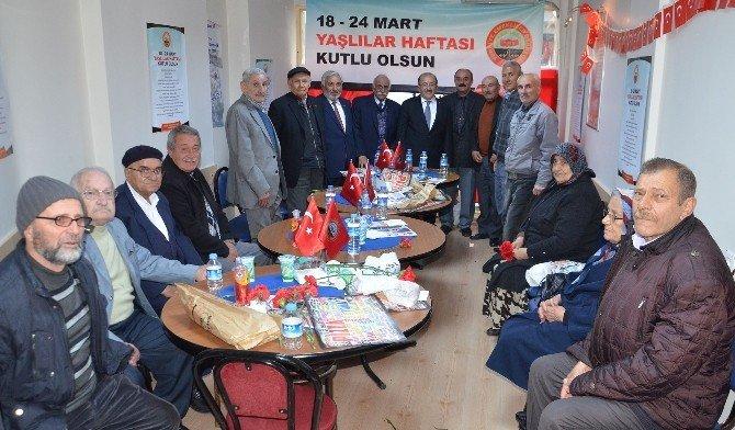 Başkan Gümrükçüoğlu Emekliler Derneği Üyeleriyle Bir Araya Geldi